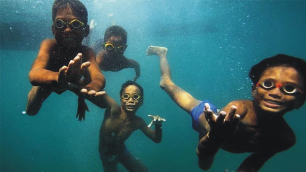 Bu İnsanlar Su Altında Yaşıyorlar! – Emeklemeden Yüzmeyi Öğrenen Kabile!