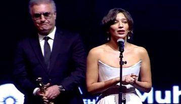 Tamer Karadağlı oyuncu Nihal Yalçın'ı hedef gösterdi: Hanımefendi 'Selahattin Demirtaş'a özgürlük' yazmış