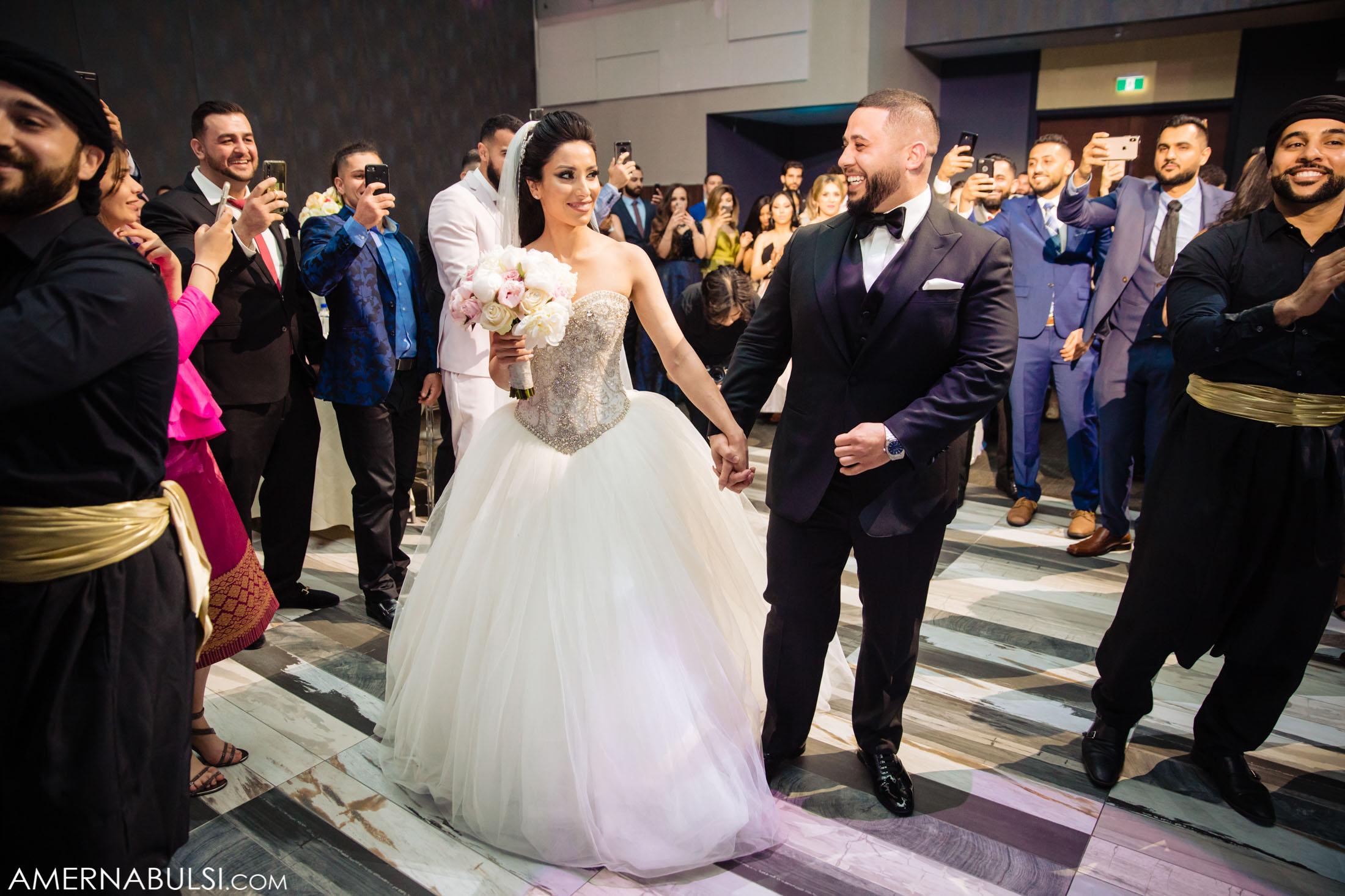 Antalya'da bir düğünde gelinle damada kripto para takıldı